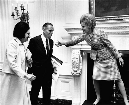 Pat Nixon, wife of President Richard Nixon motions for Douglas B.  Cornell and Helen Thomas to join her on a White House platform Thursday,   Oct. 1, 19