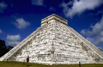 The Kukulkan pyramid stands at the Mayan ruins of Chichen Itza in Mexico's Yucatan peninsula July 7, 2007. Chichen Itza is one of the contenders of th