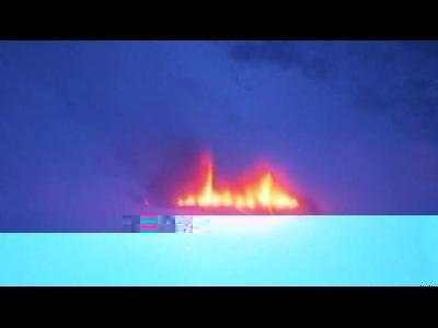 Hundreds flee Icelandic volcano