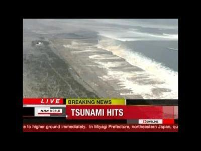 Tsunami waves close in on Japan