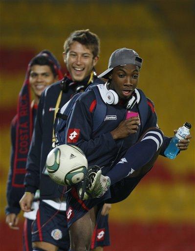 Escoe y Smith esperan pase internacional para jugar con Saprissa