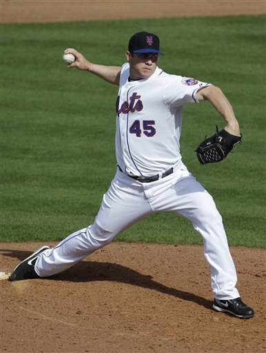New York Mets Relief Pitcher Jason Isringhausen Throws