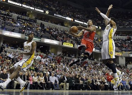 Chicago Bulls' Derrick Rose (1) Goes