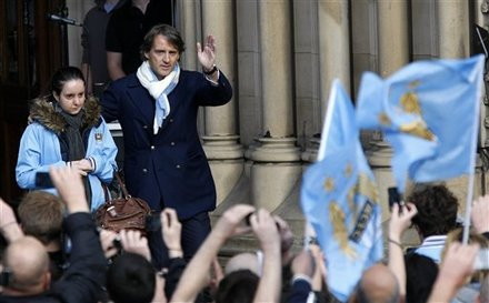 Manchester City Manager Roberto Mancini, Right,