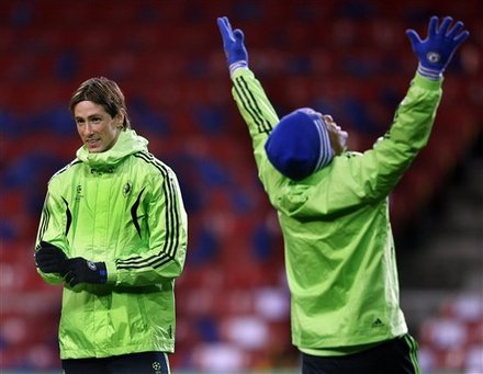 Chelsea''s Fernando             Torres Looks
