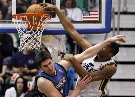 Utah Jazz Forward Derrick Favors (15)  Dunks