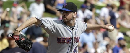 New York Mets Pitcher Oliver Perez Throws