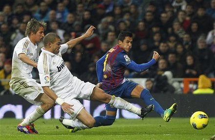 Real Madrid's Coentrao, Left, And Pepe From Portugal, Center, Vies For The Ball With FC Barcelona's Alexis Sanchez From