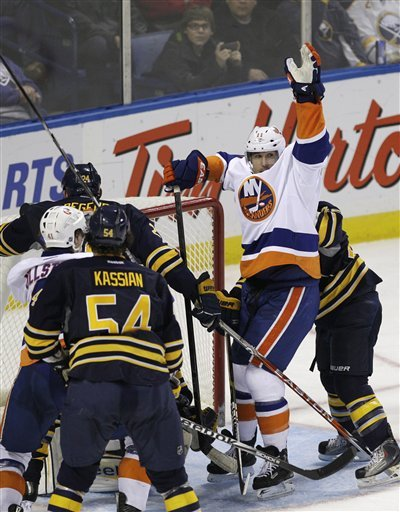 New York Islanders' Brian Rolston (11) Celebrates