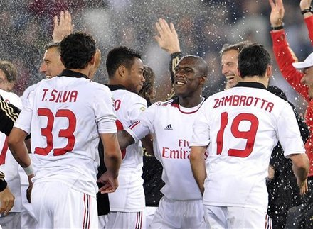From Left, AC Milan''s Thiago Silva, Robinho, Clarence Seedorf, Coach Massimiliano Allegri And Gianluca Zambrotta