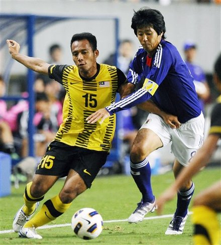 Japan's Kazuya Yamamura, Right,  And Malaysia's Mahali Jasuli Vie For The Ball