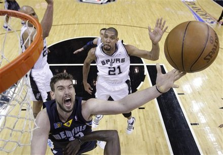 Ginobili's return sparks Spurs to even series Ap-729f608ddf9642a48eee5a6923833def