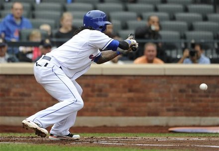 New York Mets' Jose Reyes Succesfully Bunts
