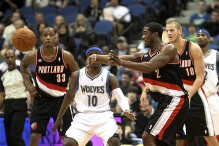 Portland Trail Blazers' Wesley Matthews, Right, Makes