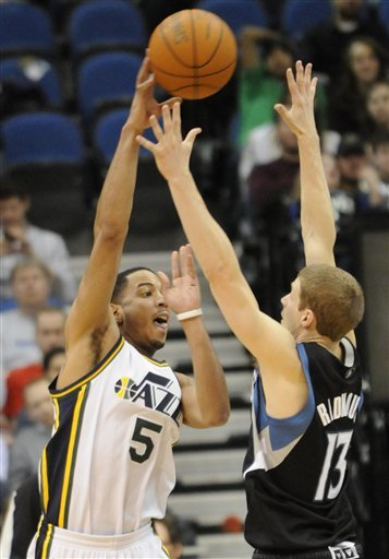 Utah Jazz's Devin Harris, Left, Makes