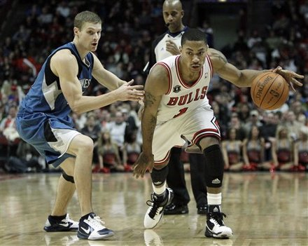 Chicago Bulls' Derrick Rose, Right, Drives