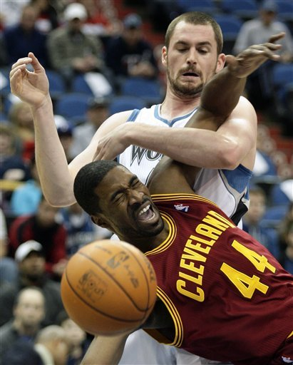 Cleveland Cavaliers Forward Leon Powe (44) And Minnesota Timberwolves Forward Kevin Love, Top, Battle For A Rebound