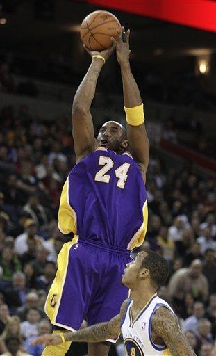 Los Angeles Lakers' Kobe Bryant (24) Shoots