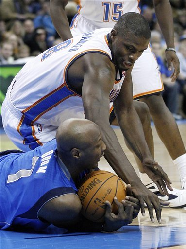 Dallas Mavericks Forward Lamar Odom (7) And Oklahoma City Thunder Center Nazr Mohammed, Top, Reach For The Ball In The