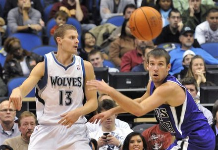 Minnesota Timberwolves' Luke Ridnour, Left, Gets