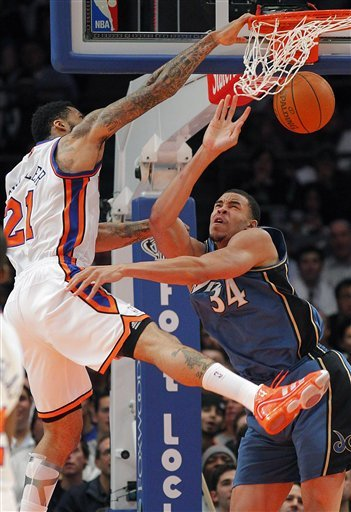 New York Knicks Wilson Chandler (21) Stuffs