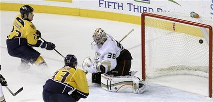 Nashville Predators Right Wing Jordin Tootoo (22) Scores