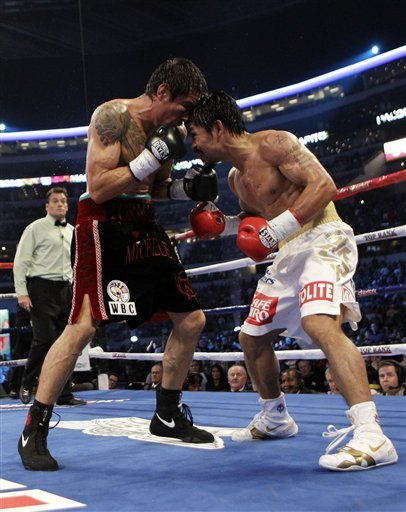 Antonio Margarito, Left And Manny Pacquiao Go Toe To Toe