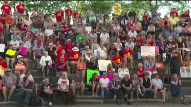Hundreds rally in Kentucky for gun control legislation