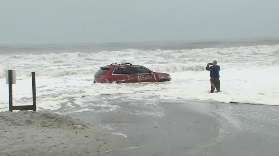 Dorian puts Jeep to the test on South Carolina beach