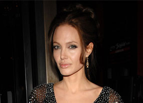 Angelina Going Off the Grid(E! Online)