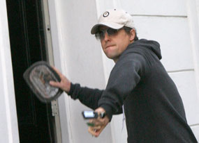 Hugh Grant Not Beaned with Charges(E! Online)