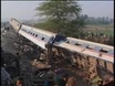Scores die in Pakistan train crash
