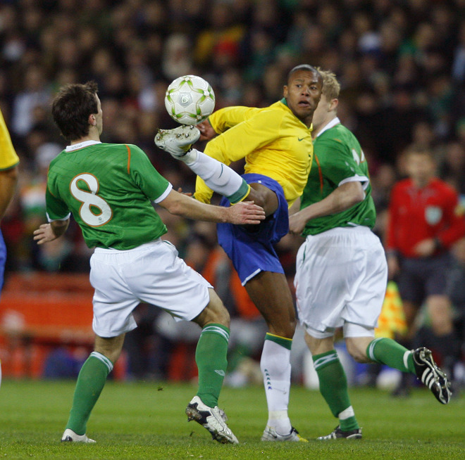 حمل هدف الفوز لروبينهو في ايرلندا 0ac45086857b940971d9149fece351a4-getty-fbl-ire-brazil