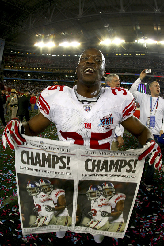 GLENDALE, AZ - FEBRUARY 03: Kevin Dockery #35 of the New York Giants reacts after the Giants defeated the New England Patriots 17-14 during Super Bowl XLII on February 3, 2008 at the University of Phoenix Stadium in Glendale, Arizona. (Photo by Donald Miralle/Getty Images)