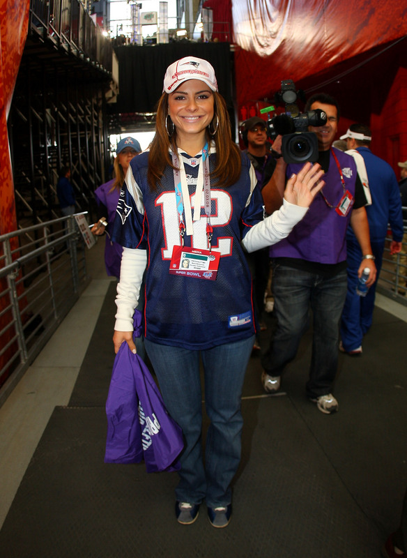 GLENDALE, AZ - FEBRUARY 03: TV personality Maria Menounos poses before Super Bowl XLII between the New York Giants and the New England Patriots on February 3, 2008 at the University of Phoenix Stadium in Glendale, Arizona. (Photo by Donald Miralle/Getty Images)